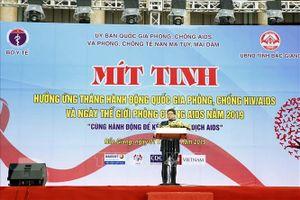 Phó Thủ tướng Vũ Đức Đam dự lễ mít tinh hưởng ứng Ngày thế giới phòng chống AIDS