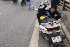 Tài xế xe bán tải gây tai nạn khiến bé trai 5 tuổi tử vong, mẹ bị thương nặng rồi bỏ chạy đã ra công an trình diện