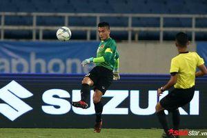 Cận cảnh thủ môn Bùi Tiến Dũng mắc sai lầm trước U22 Indonesia