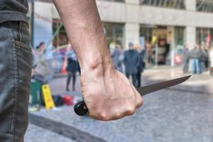 Bắt giữ kẻ nghi ngáo đá dùng dao tấn công 3 em nhỏ bị thương ở Sài Gòn