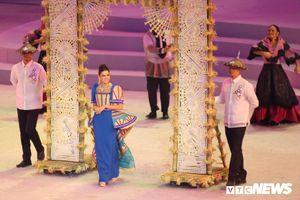 Ngắm dàn hoa hậu diễu hành tại khai mạc SEA Games 30
