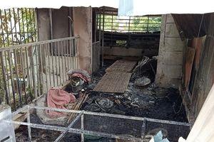 Tan hoang căn gác xép nơi phát hiện thi thể 3 bà cháu chết cháy lúc rạng sáng