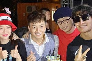 Ngô Kiến Huy chụp ảnh chung với dàn sao Running Man Hàn