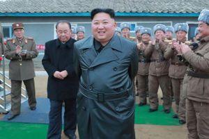 Ông Kim thay đổi cách ăn mặc, tạo hình ảnh khác với cha và ông nội
