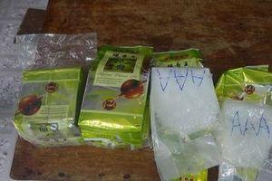 Gần 8 kg ma túy dạt vào bờ biển