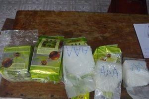 Huế: Lại phát hiện 8 gói in chữ Trung Quốc trôi trên biển nghi là ma túy đá