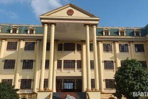 Chánh văn phòng tòa án huyện trốn nã 26 năm: TAND tỉnh Hòa Bình nói gì?