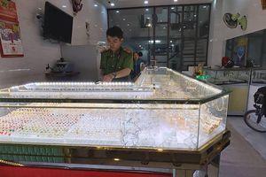 Tiệm vàng bị trộm vì ông chủ mải xem U22 Việt Nam đá với Indonesia