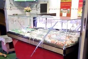 Cướp tấn công vợ chồng chủ tiệm vàng khi đang xem đá bóng