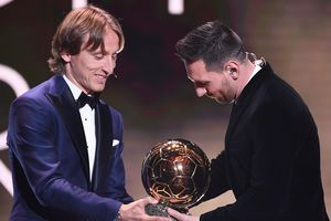 Modric gián tiếp nhắc Ronaldo vì vắng mặt ở gala Quả bóng Vàng