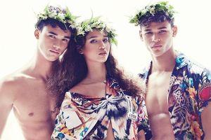 HLV tuyển Singapore có 3 người con đều mặc đẹp như người mẫu