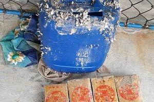 Thêm 21 gói nghi heroin trôi dạt vào bờ biển