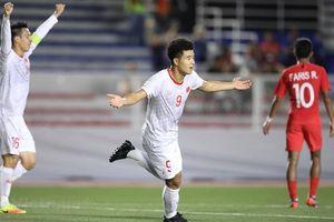 Việt Nam chật vật vượt qua Singapore nhờ bàn thắng cuối trận của Đức Chinh