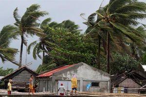 Hình ảnh mưa bão càn quét Philippines, nhiều môn thi SEA Games bị hủy