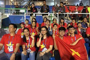 CĐV cuồng nhiệt cổ vũ U22 Việt Nam gặp U22 Singapore tại Philippines