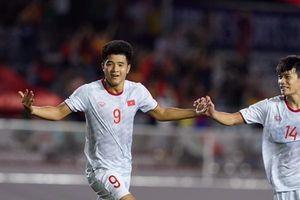 Trực tiếp bóng đá SEA Games 30 Việt Nam vs Singapore: Pha đánh đầu như đạn pháo của Đức Chinh nã toạc lưới Singapore