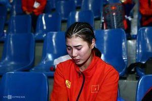 VĐV Việt Nam bật khóc vì bị trọng tài xử ép
