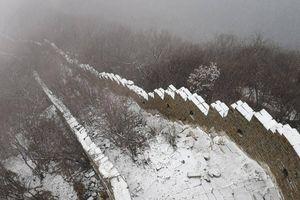 Chùm ảnh: Tuyết phủ trắng Vạn Lý Trường Thành ở Trung Quốc