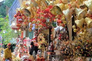 Mùa giáng sinh, phố Hàng Mã vào thời gian cao điểm