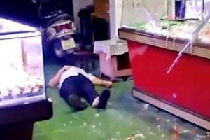 Cướp tiệm vàng khi đang trận bóng đá Việt Nam - Singapore