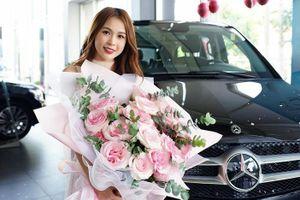 Hot girl Sam tậu Mercedes-Benz V250 Luxury mới ra mắt, giá gần 2,6 tỷ đồng