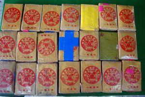 Phát hiện thêm 21 bánh nghi heroin trôi dạt vào bãi biển Thừa Thiên - Huế