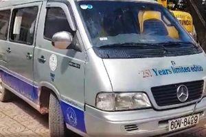 Tài xế xe làm rơi 2 học sinh mua bằng lái giá 3,5 triệu đồng