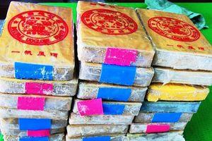 CLIP: Cận cảnh 21 bánh heroin trôi dạt vào bờ biển Thừa Thiên Huế