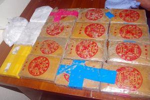 Quảng Nam: Người dân giao nộp thêm 1 bánh heroin nhặt được ở bãi biển