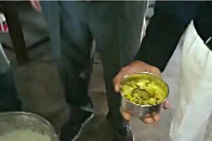 Phát hiện chuột chết trong bữa ăn trưa, gần chục học sinh nhập viện