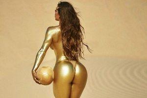Cô người mẫu Suzy Cortez sơn mình nóng bỏng chúc mừng Messi giành Quả bóng vàng