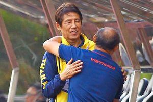HLV Park chủ động ôm HLV Nishino trước thềm đại chiến