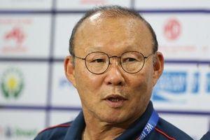Thầy Park từ chối nói về sai lầm của Văn Toản, lý giải quyết định để Tiến Linh đá lại penalty