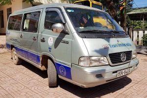 Ô tô bung cửa sau rơi học sinh xuống đường, 2 tài xế bị phạt tiền