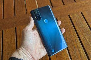 Trên tay Motorola One Hyper: Chống nước, chip S675, RAM 4 GB, giá hơn 9 triệu
