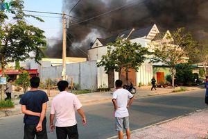 Cháy lớn tại bãi xe trung tâm thành phố Rạch Giá