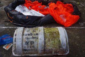 Phát hiện vật thể lạ ghi chữ Trung Quốc trôi dạt vào bờ biển Thừa Thiên Huế