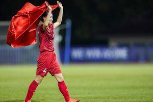 Ảnh ngoài đời xinh xắn của hot girl tuyển bóng đá nữ Việt Nam