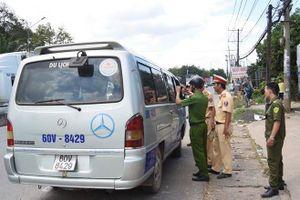 Phạt tài xế làm rơi 2 học sinh 15,4 triệu đồng
