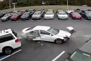 Màn hạ cánh thảm họa của Toyota Camry