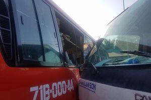 Va chạm giữa xe khách và xe tải, 5 người nhập viện