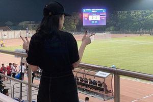 Chán đăng ảnh sống ảo, bạn gái Văn Hậu sang tận Philippines cổ vũ U22 Việt Nam