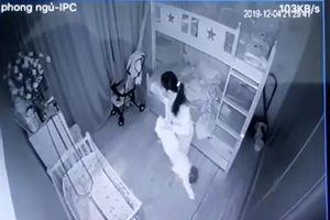 Kinh hoàng cảnh người giúp việc xách ngược chân, bạo hành dã man bé 1 tuổi