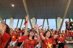 Những cổ động viên 'số đỏ' khi tiếp lửa cho U22 Việt Nam