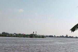 Đã tìm thấy thi thể người vợ trong vụ tàu chở gạch bị chìm trên sông Văn Úc