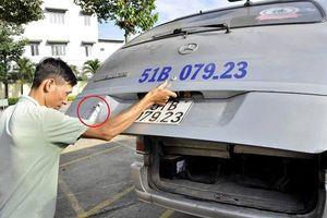 Xử phạt hai tài xế liên quan đến vụ học sinh tiểu học rơi khỏi ôtô