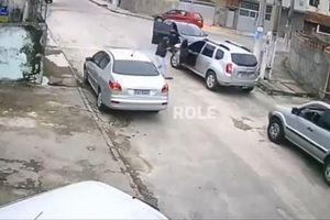 Cướp ô tô nhưng không biết lái xe, nam thanh niên nhận cái kết đắng
