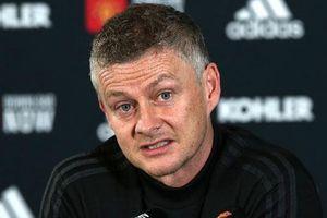 HLV Solskjaer tiết lộ thông tin lực lượng, 'đá đểu' Man City trước derby Manchester