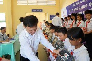 EVNSPC trao tặng 100 phần quà cho học sinh nghèo hiếu học tại Trà Vinh