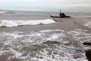 Con trai 15 tuổi bị tử vong, cha đang mất tích trên biển